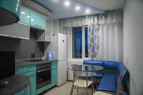 Сдается 2-комнатная квартира посуточно в Кирове, Чапаева 13.