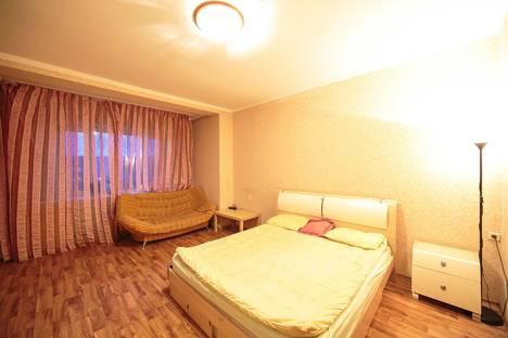 Сдается 1-комнатная квартира посуточнов Сургуте, ул. Дзержинского,  дом 7/1.