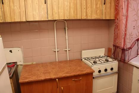 Сдается 1-комнатная квартира посуточно в Бийске, ул. Красноармейская, 71.