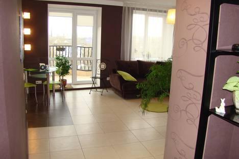 Сдается 2-комнатная квартира посуточно в Омске, ул. Маршала Жукова, 144.
