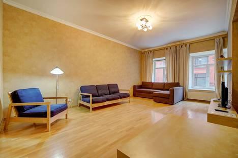 Сдается 2-комнатная квартира посуточно в Санкт-Петербурге, ул. Рубинштейна, 3.