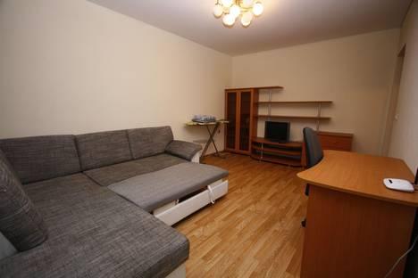 Сдается 1-комнатная квартира посуточнов Тюмени, ул. Николая Зелинского, 24.