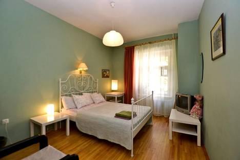 Сдается 5-комнатная квартира посуточнов Санкт-Петербурге, ул. Итальянская, 33.