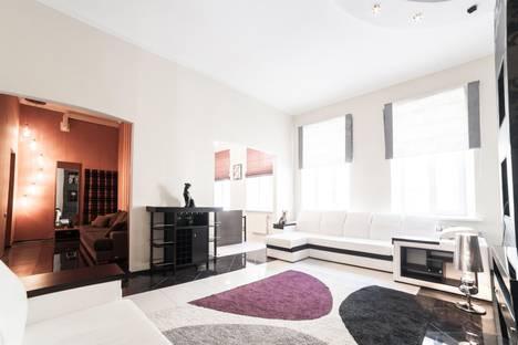 Сдается 2-комнатная квартира посуточнов Санкт-Петербурге, ул. Восстания 40.