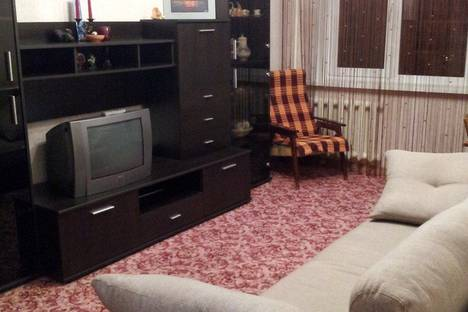 Сдается 3-комнатная квартира посуточно, проспект 60 лет Октября, 28.