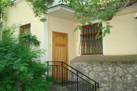 Сдается 2-комнатная квартира посуточнов Ливадии, ул. Войкова, д. 2.