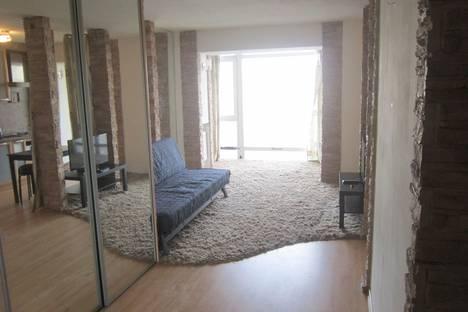 Сдается 1-комнатная квартира посуточнов Омске, ул. Иртышская Набережная, 25.