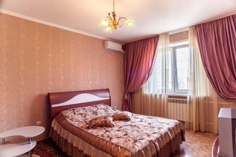 Сдается 2-комнатная квартира посуточнов Новокуйбышевске, Демократическая ул., 6.