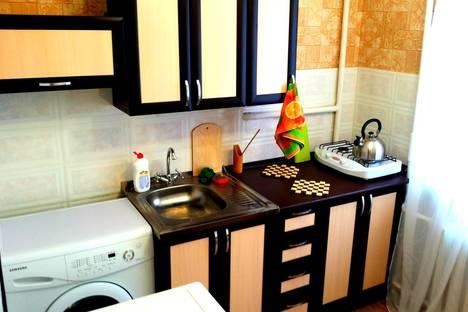 Сдается 2-комнатная квартира посуточно в Нижнем Тагиле, ул. Октябрьской Революции, 26.