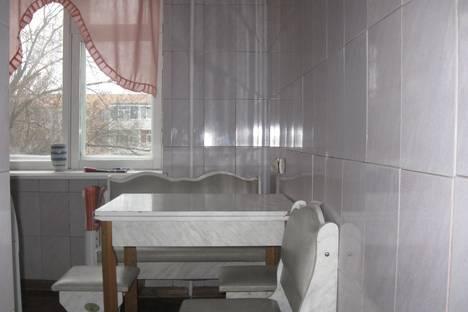 Сдается 2-комнатная квартира посуточнов Невинномысске, ул. Революционная, 14А.