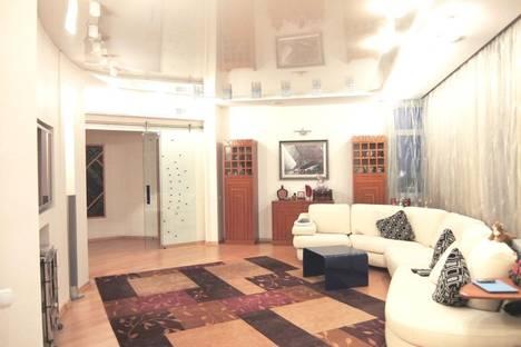 Сдается 2-комнатная квартира посуточнов Санкт-Петербурге, ул. Фурштатская, 28.