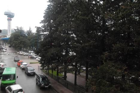 Сдается 2-комнатная квартира посуточнов Небуге, Центр, пл.Ильича 4.