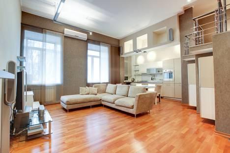 Сдается 3-комнатная квартира посуточнов Санкт-Петербурге, набережная  реки Фонтанки  50.