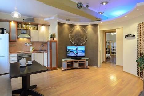 Сдается 2-комнатная квартира посуточно в Томске, ул. Вершинина, 25.
