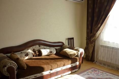Сдается 2-комнатная квартира посуточно в Геленджике, ул. Колхозная, 9.