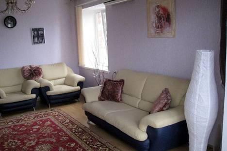 Сдается 3-комнатная квартира посуточно в Геленджике, ул. Ульяновская, 19.
