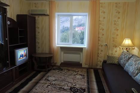 Сдается 1-комнатная квартира посуточно в Новом Свете, ул. Шаляпина, д. 3.