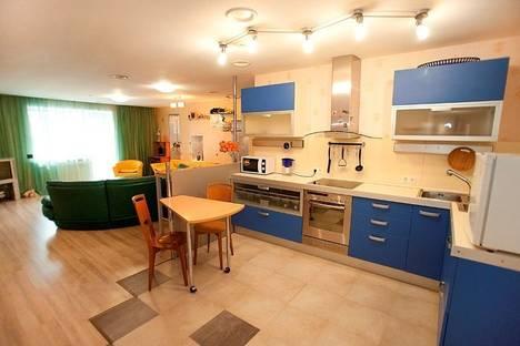 Сдается 3-комнатная квартира посуточно в Челябинске, улица Российская, 208.