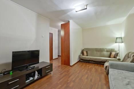 Сдается 1-комнатная квартира посуточно в Санкт-Петербурге, ул. Орджоникидзе, 22.