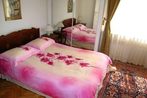Сдается 2-комнатная квартира посуточно в Киеве, ул. Горького, 100.