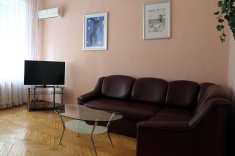 Сдается 2-комнатная квартира посуточно в Одессе, ул.Дерибасовская 31.