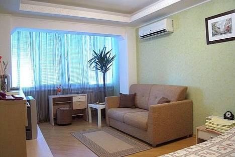 Сдается 1-комнатная квартира посуточнов Киеве, Марины Расковой, 8.