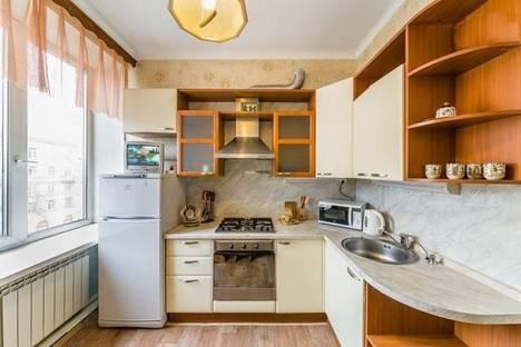 Сдается 2-комнатная квартира посуточно, ул. Васи Алексеева, 9.