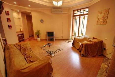 Сдается 4-комнатная квартира посуточно в Одессе, ул. Коблевская 23.