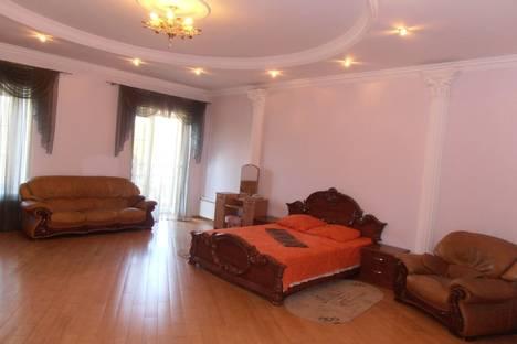 Сдается 3-комнатная квартира посуточно в Одессе, ул.Дерибасовская 17.