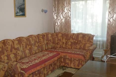 Сдается 2-комнатная квартира посуточно в Яровом, квартал А-10.