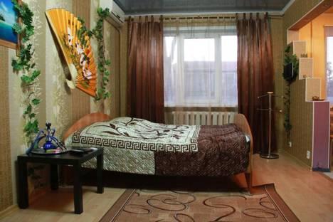 Сдается 1-комнатная квартира посуточно в Астрахани, ул. Яблочкова, 38.