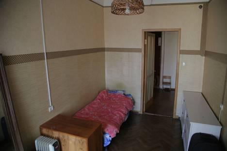 Сдается 4-комнатная квартира посуточно, ул. Таврическая, 43.