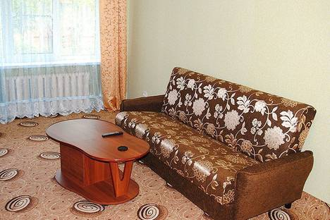 Сдается 1-комнатная квартира посуточно в Северодвинске, Ломоносова, 84.