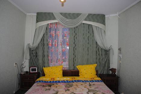 Сдается 3-комнатная квартира посуточнов Орске, ул. Ленинского Комсомола, 18.