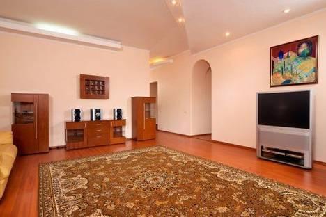 Сдается 4-комнатная квартира посуточно в Киеве, Красноармейская 47.