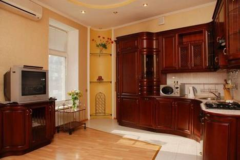 Сдается 3-комнатная квартира посуточно в Киеве, Бассеиная 13.