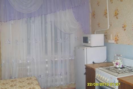 Сдается 2-комнатная квартира посуточно в Яровом, квартал А, дом 26.