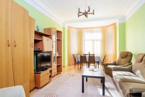 Сдается 3-комнатная квартира посуточно, Кирова 3.