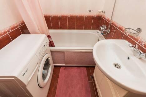 Сдается 1-комнатная квартира посуточнов Бору, ул. Сергея Есенина,  28.
