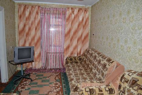Сдается 2-комнатная квартира посуточно, ул. Озерная, 18.