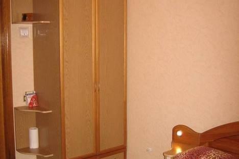 Сдается 2-комнатная квартира посуточно, пл. Конституции 2/2.
