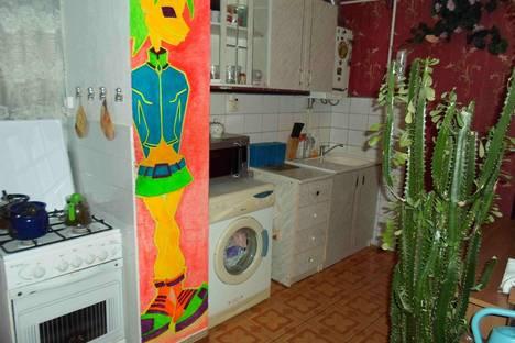 Сдается 2-комнатная квартира посуточно в Геленджике, ул. Гринченко, 34.