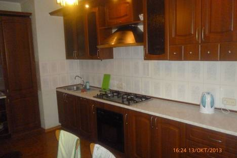 Сдается 2-комнатная квартира посуточно в Березниках, Труда, 5.