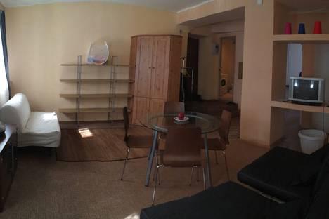 Сдается 3-комнатная квартира посуточно, ул. Республиканская 54.