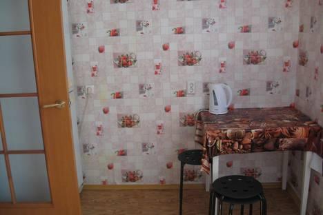 Сдается 1-комнатная квартира посуточно в Октябрьском, ул. Фрунзе, 9/1.