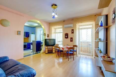 Сдается 3-комнатная квартира посуточнов Ильичёвске, переулок Чайковского 14.
