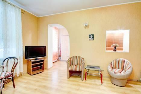 Сдается 1-комнатная квартира посуточнов Ильичёвске, Александровский просп. 5.