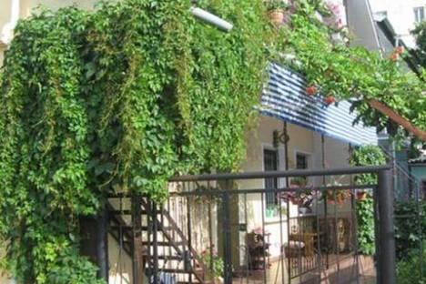 Сдается 1-комнатная квартира посуточно в Евпатории, ул.Приморская,22.