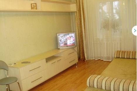 Сдается 2-комнатная квартира посуточно в Судаке, ул. Гагарина, д. 6.