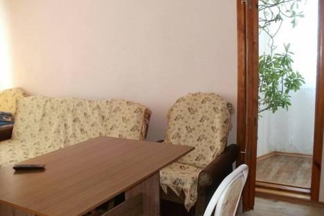 Сдается 3-комнатная квартира посуточно в Судаке, ул. Партизанская 17.